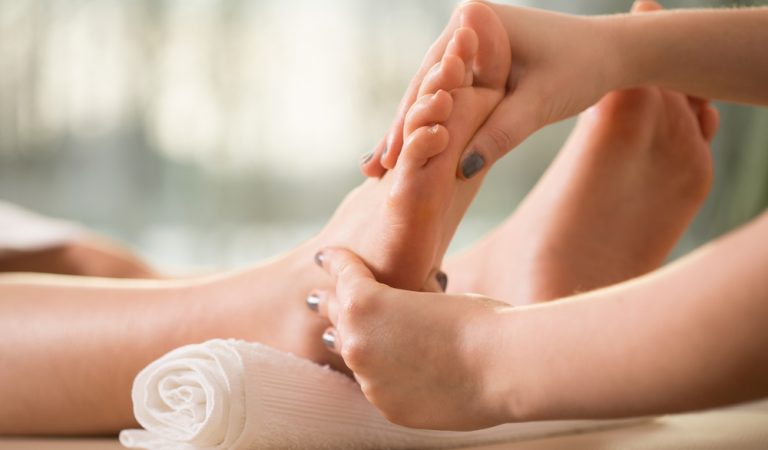 Foot reflexology: What it is, what it's for and how to do it